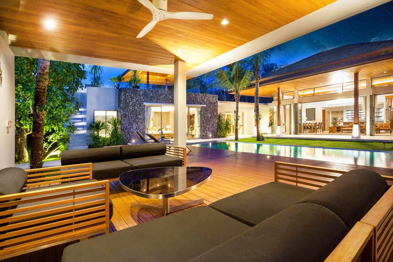 50 Swimming Pool House, Cabana and Pergola Ideas (Photos) on Small Pool Cabana Ideas id=63028