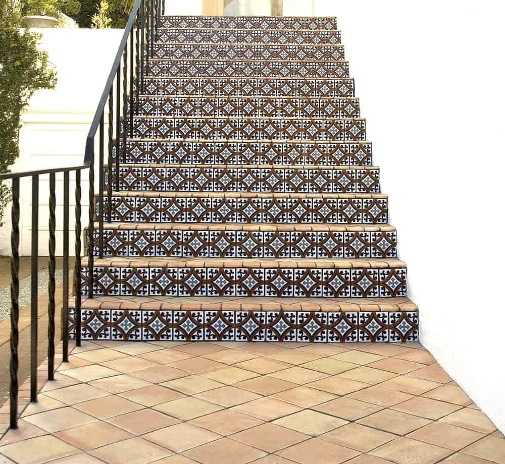 A straight outdoor staircase with very stunning and attractive tiles flooring.