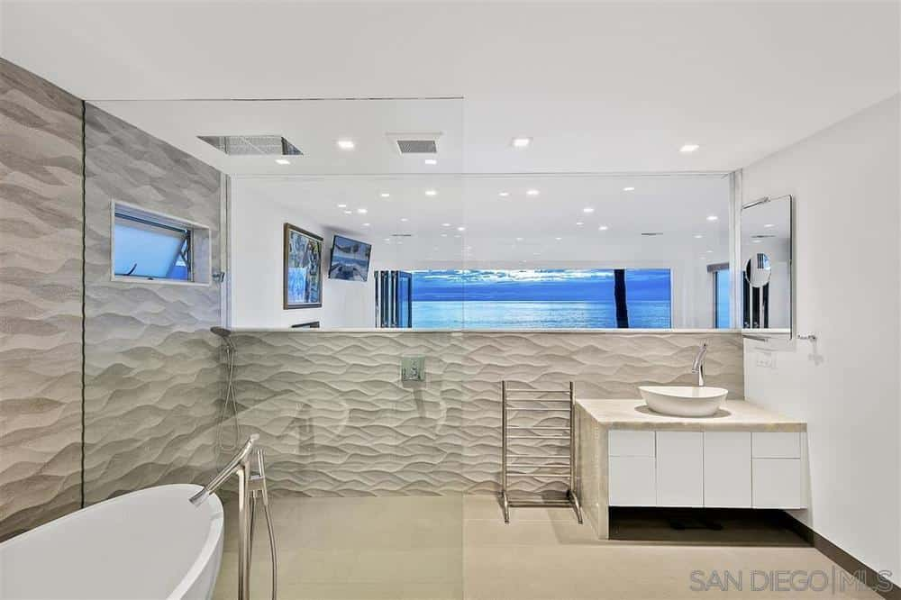 La Jolla beach house bathroom