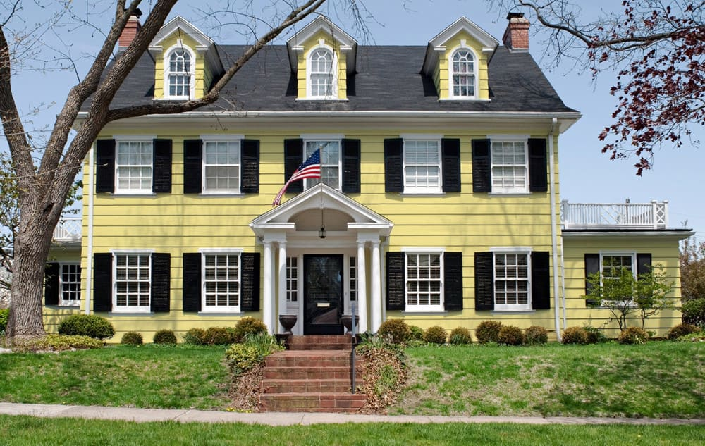 Soft yellow house exterior - Pantone 127