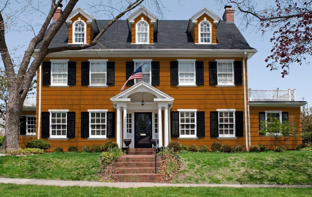 Brown-orange house exterior color - Pantone 160