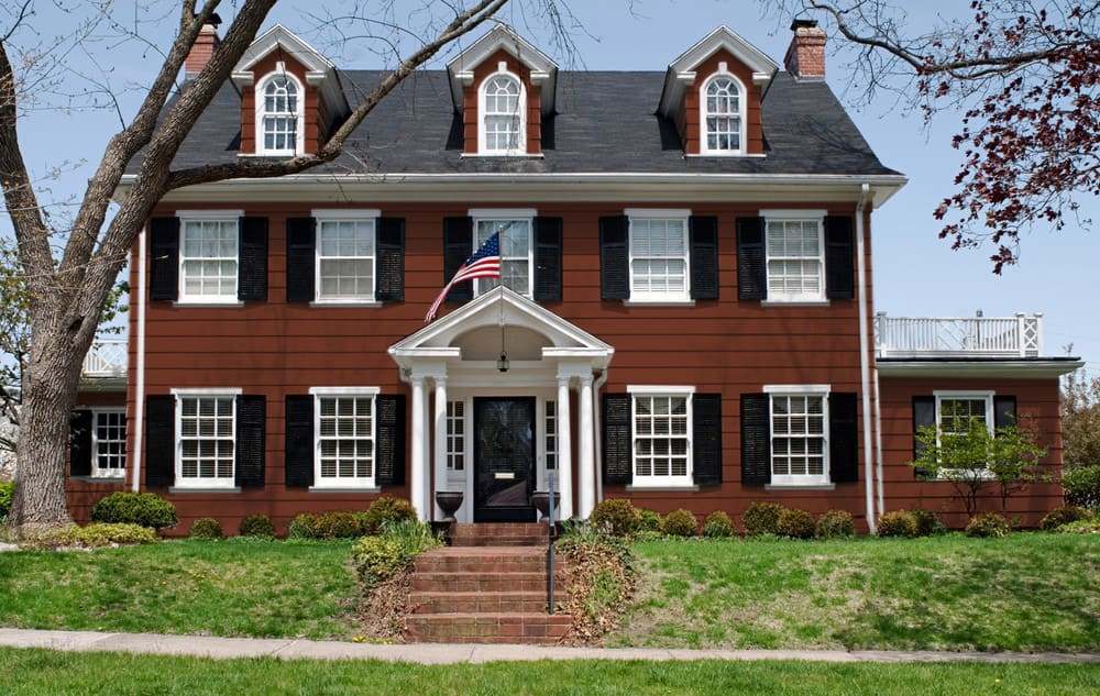 Burgundy house exterior color - Pantone 175