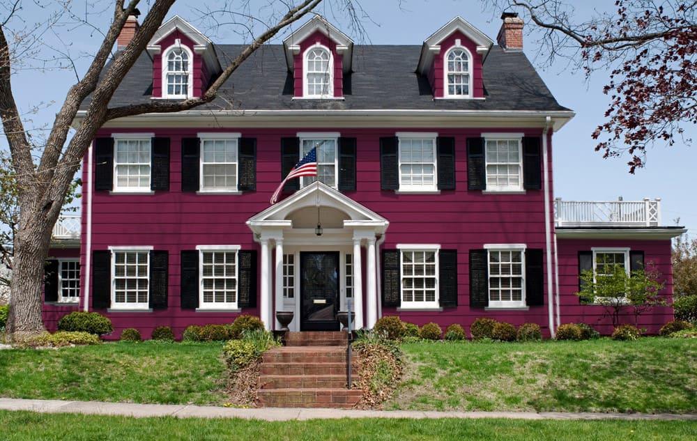 Purple house exterior color example - Pantone 222