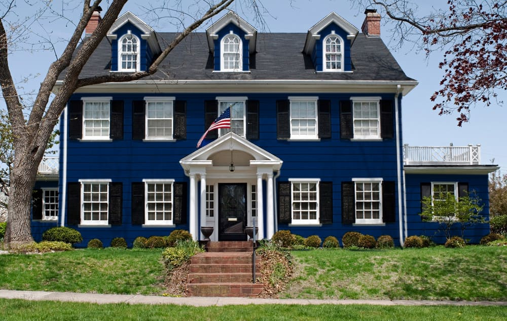 Navy blue house exterior color example - Pantone 280