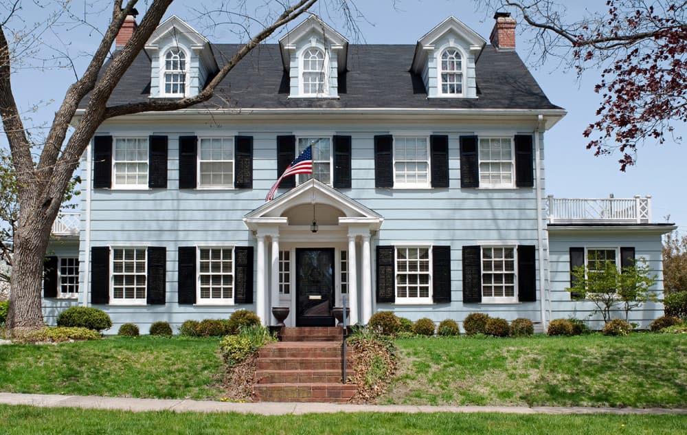 Light blue house exterior example - Pantone 290