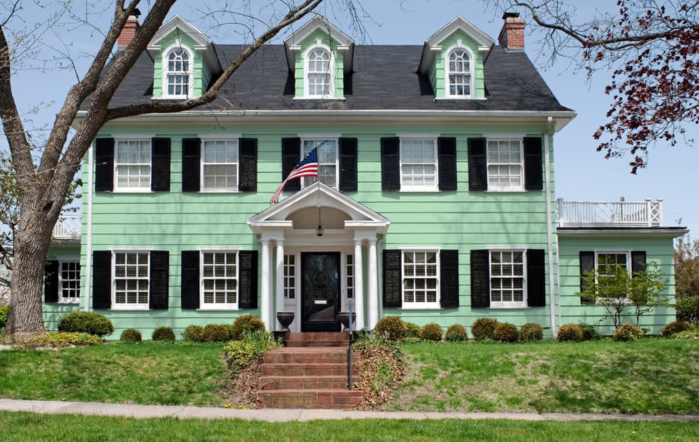 Light green house exterior color example - Pantone 344