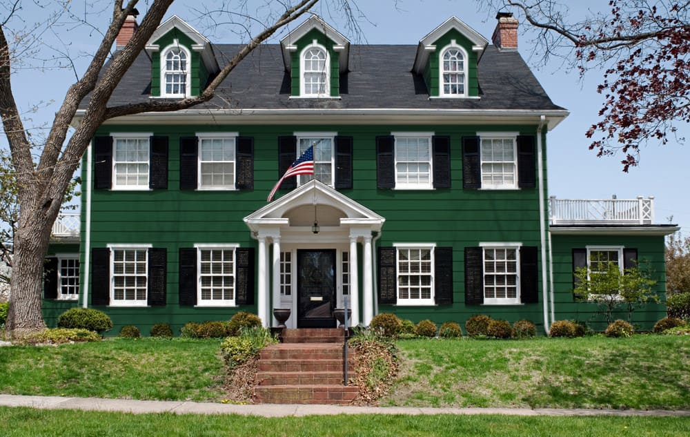 British racing green house exterior color example - Pantone 350