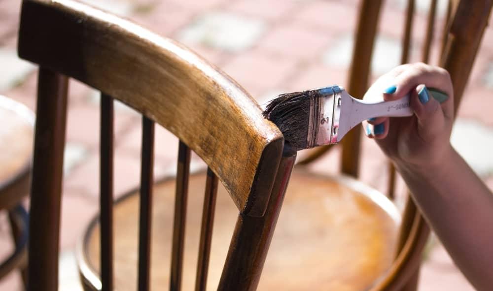 Polishing teak wood chair
