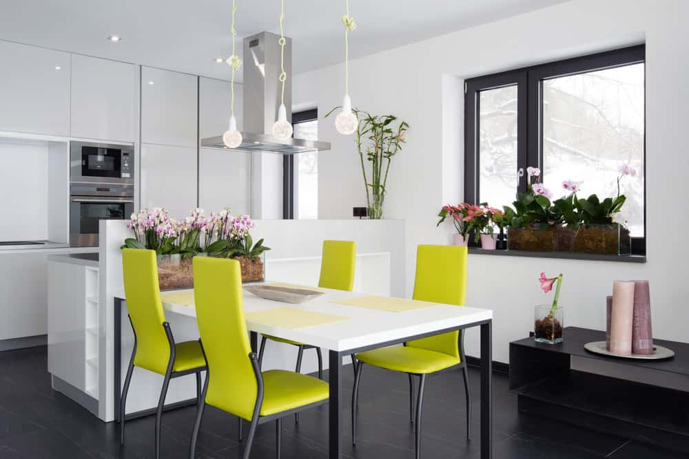 I included this example to show you that you can opt to add splashes of green via stools or kitchen chairs which can be very effective in an otherwise all-white kitchen.