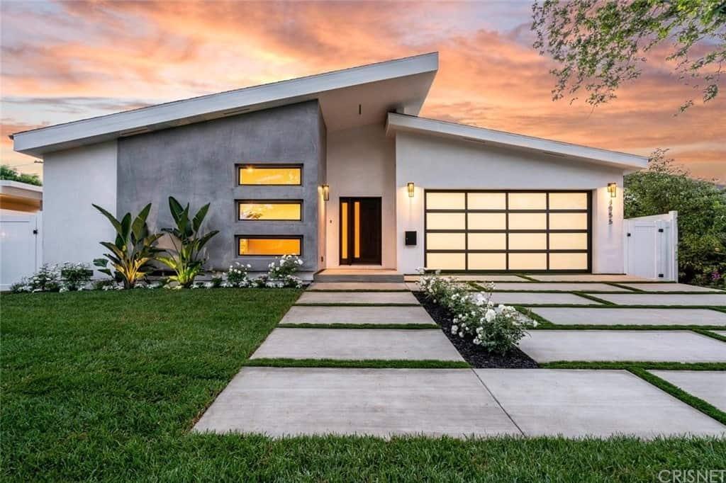 Home exterior of a single-level contemporary home.