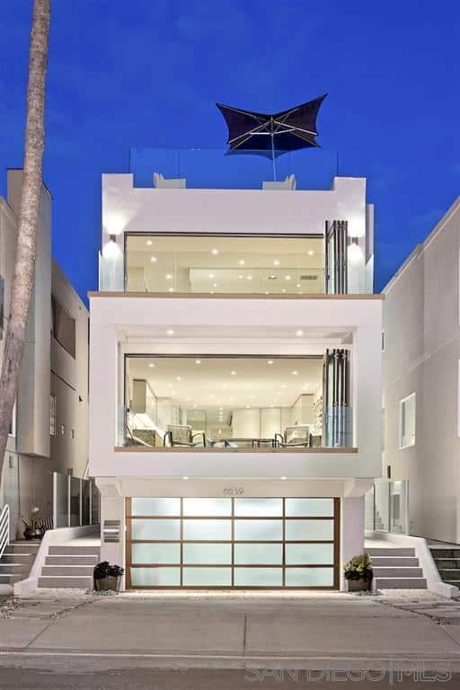Front view of La Jolla beach house