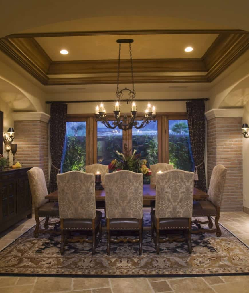 95 Dining Rooms With An Area Rug Photos