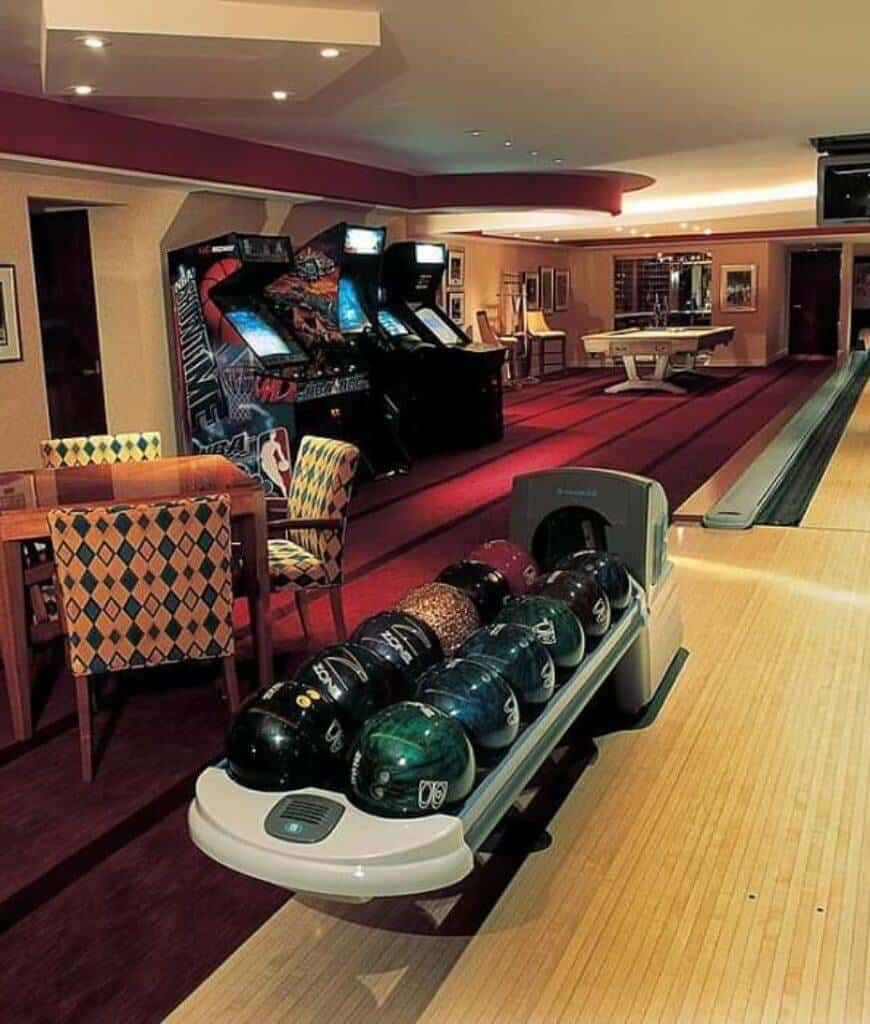 You'll never get bored in this room as it offers various games you'll surely enjoy from the bowling alley, arcade machines and a pool table at the far end.