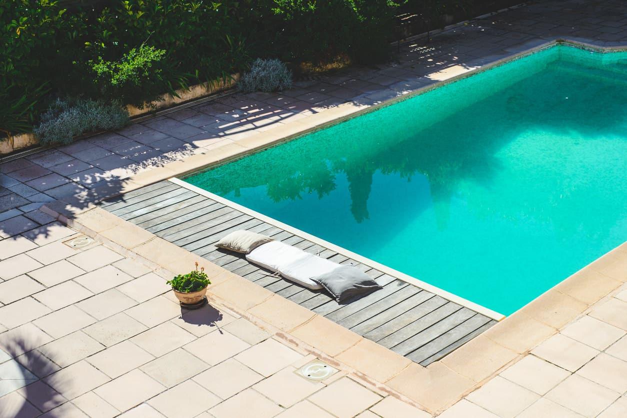 Backyard rectangle swimming pool