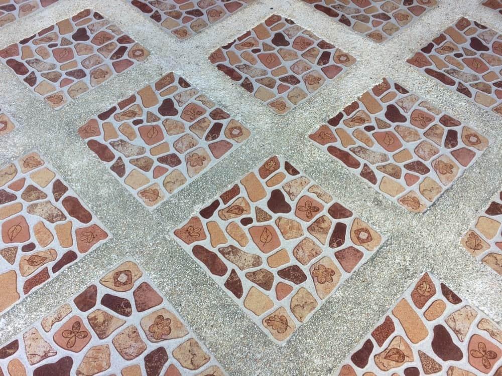 Плитка напольная с бетонным фоном