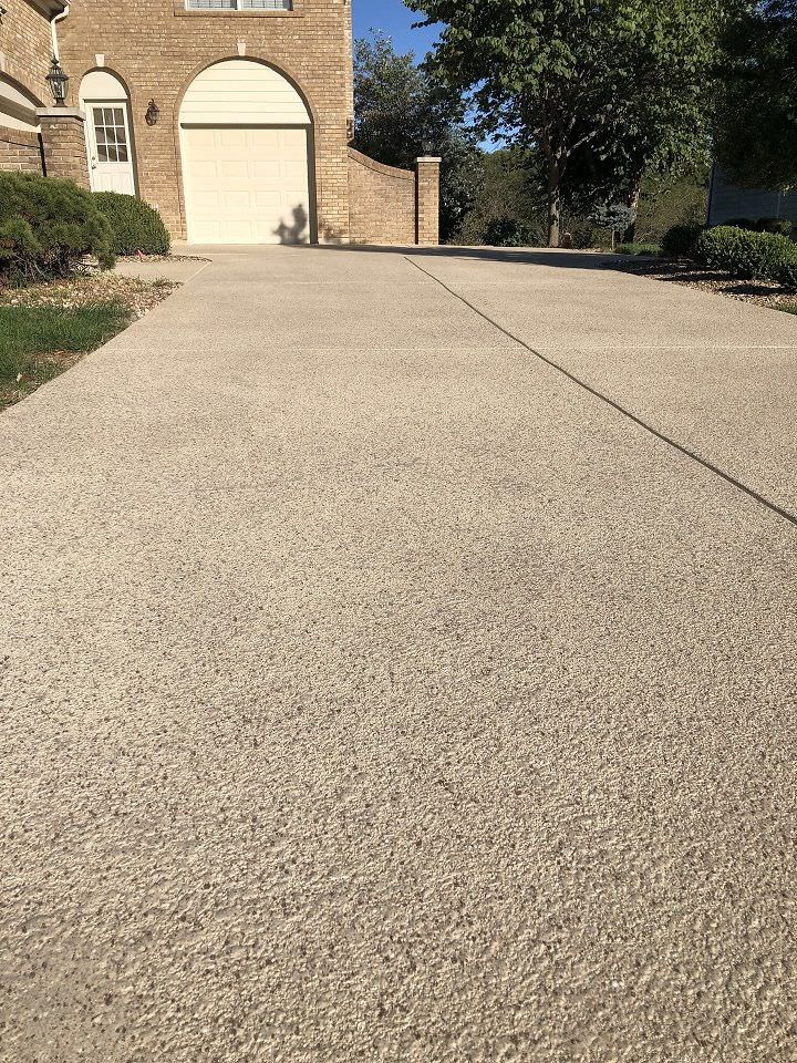 Driveway with decorative concrete