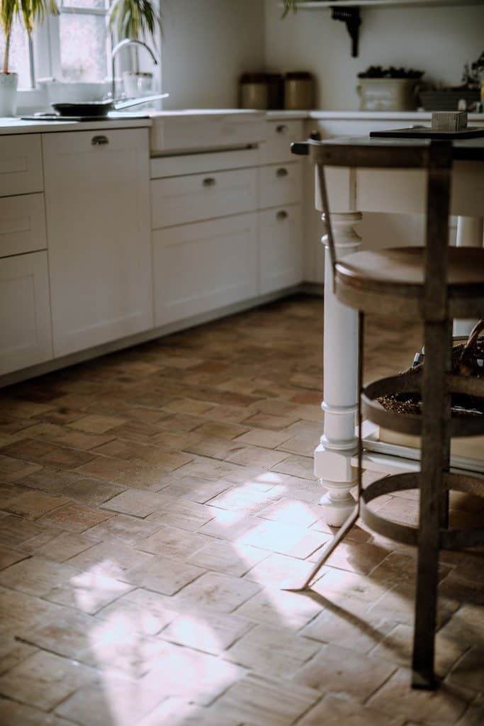Another look at this kitchen with terracotta tiles flooring.
