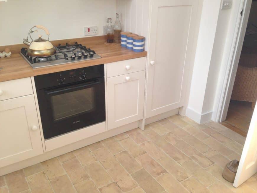Kitchen with brick terracotta tiles flooring.