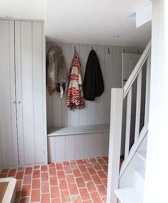 Mudroom with a regular ceiling and reddish brick terracotta tiles flooring.