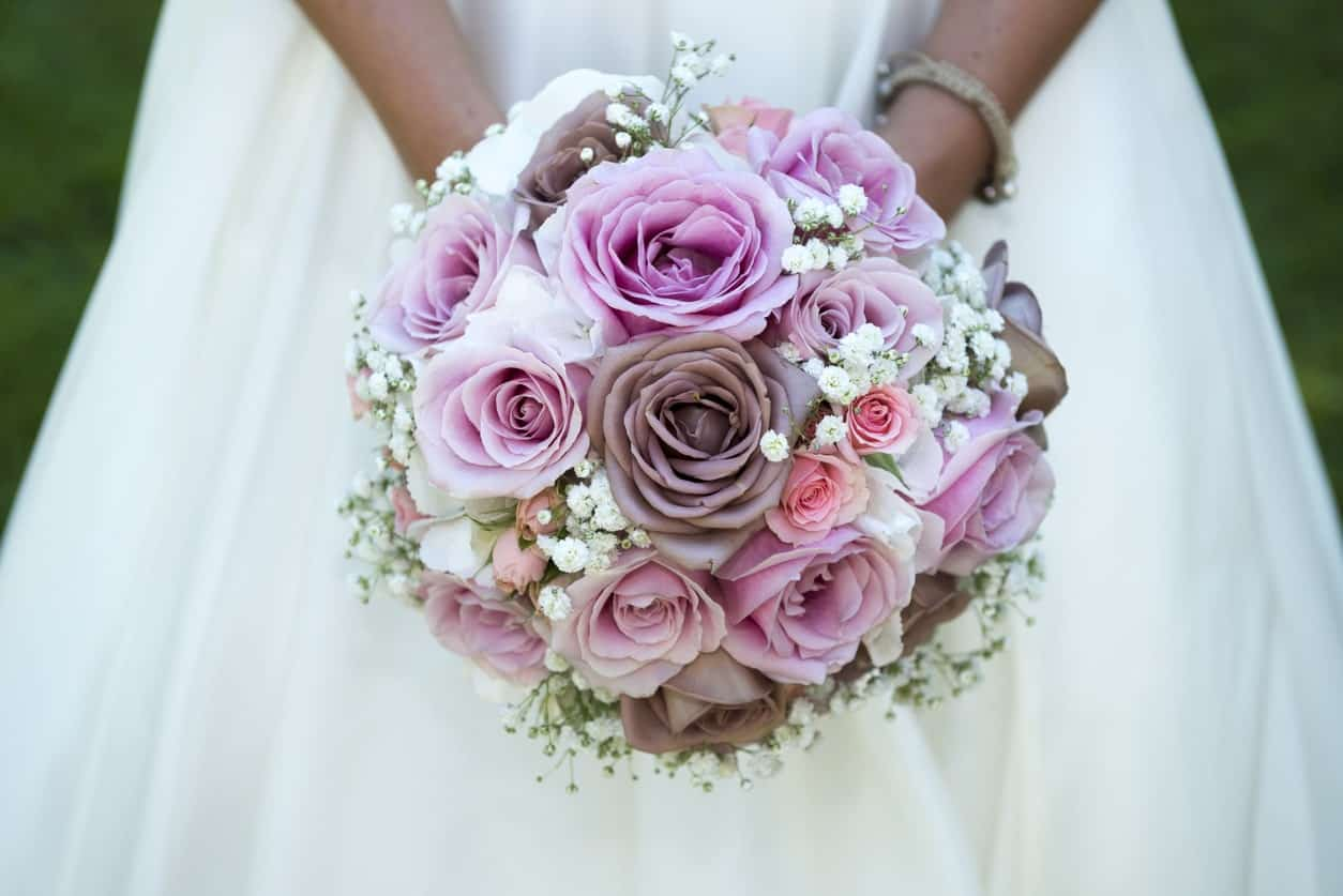 Round bouquet with roses