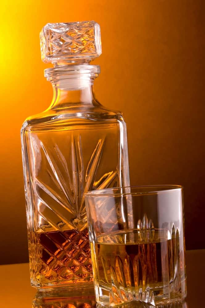 Square-shaped decanter