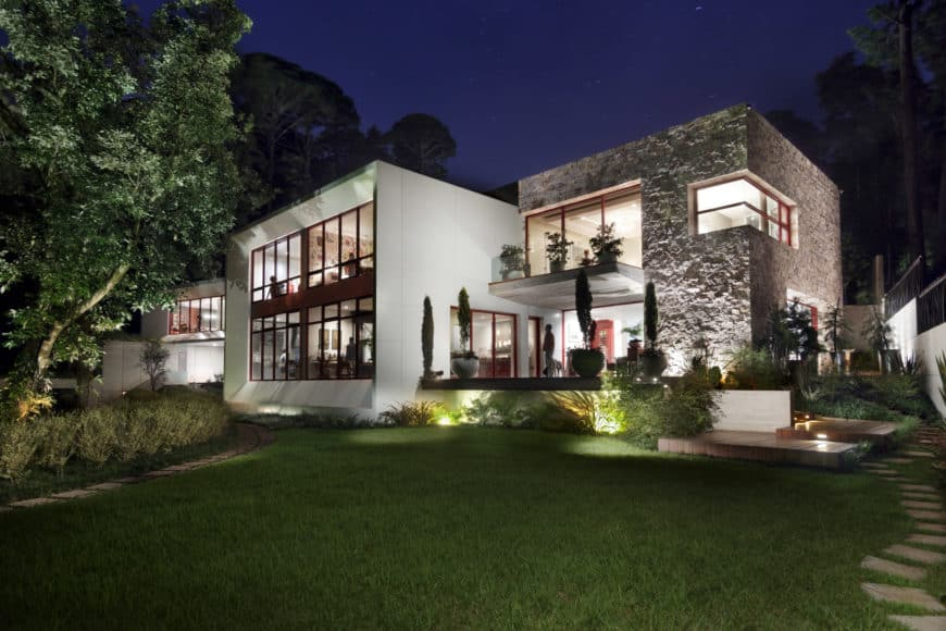 This contemporary house offers a beautiful garden area with a gorgeous walkway.
