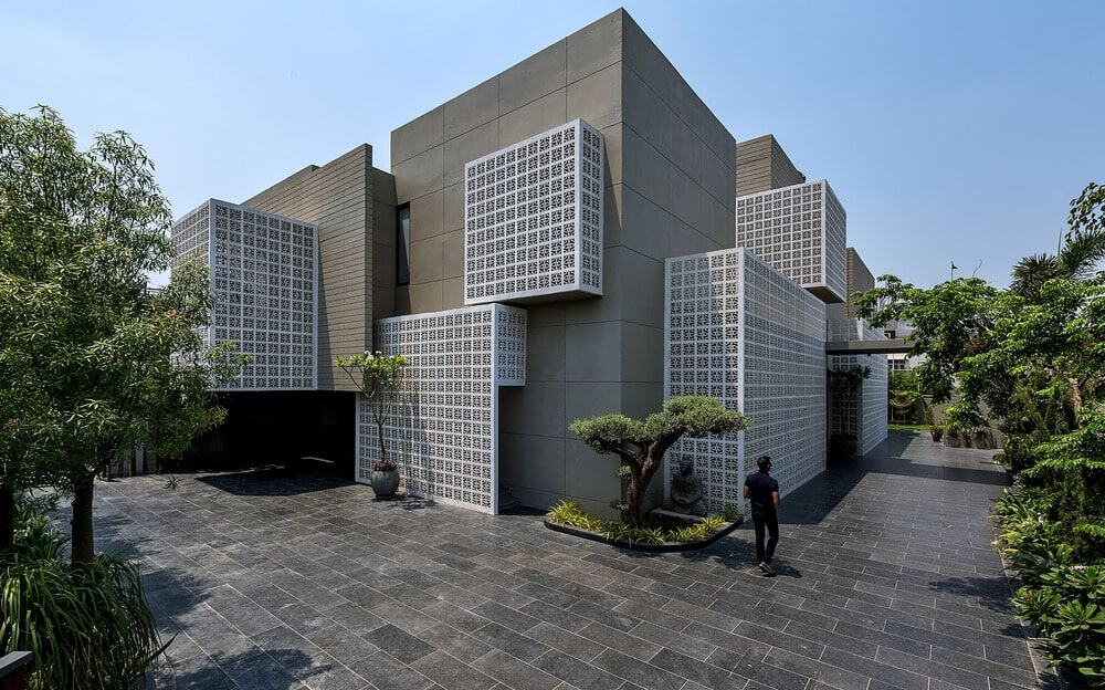 18 Screens by Sanjay Puri Architects