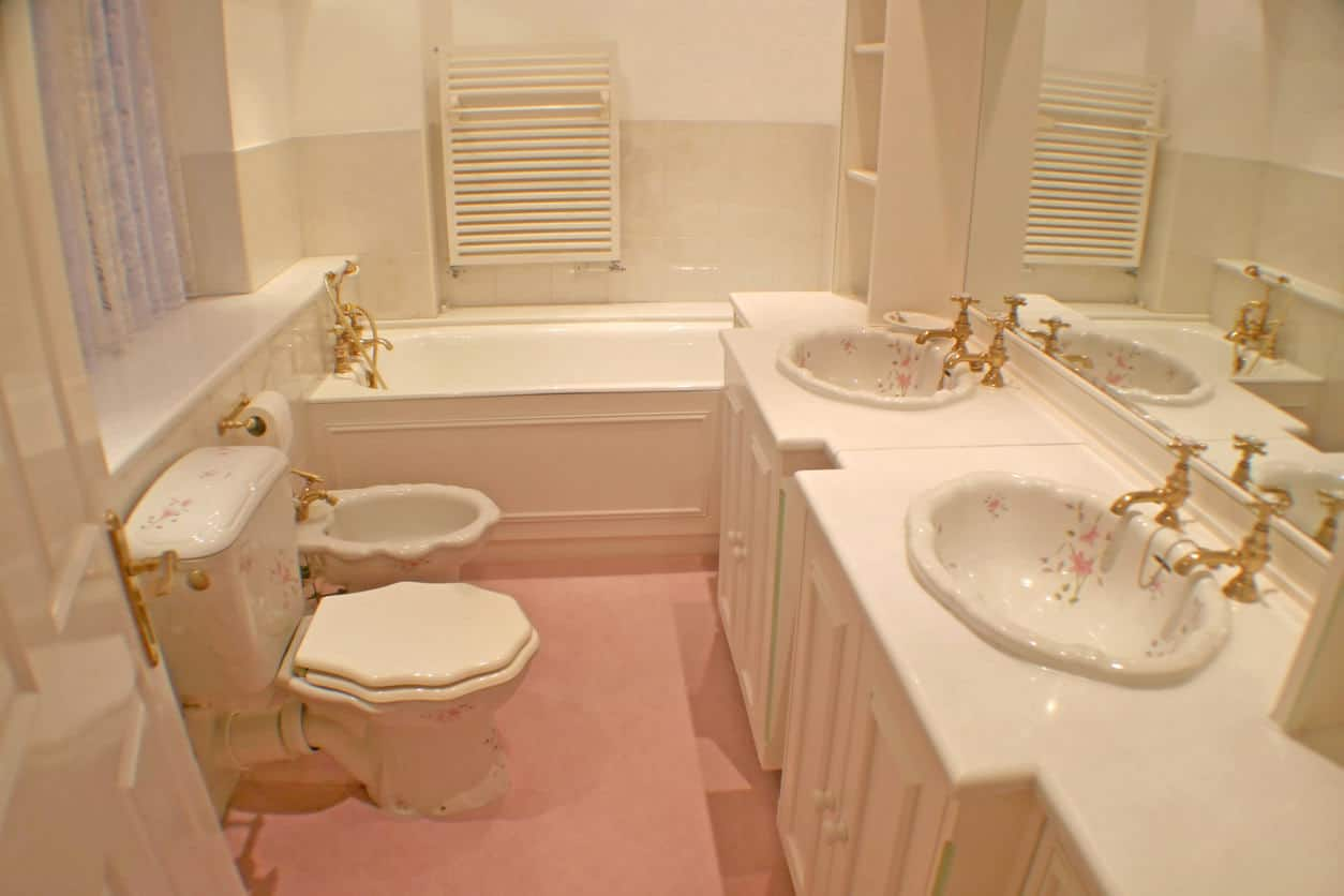 1950s bathroom