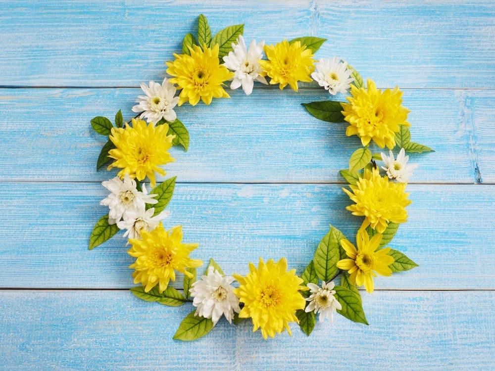 Pretty Chrysanthemum Wreath