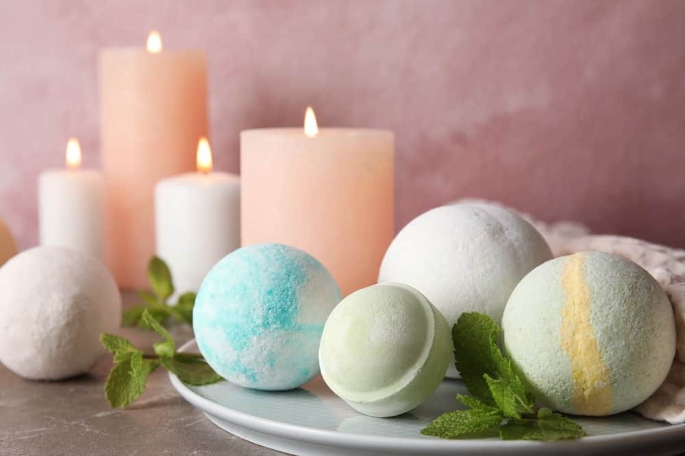 Bath bombs with mint leaves