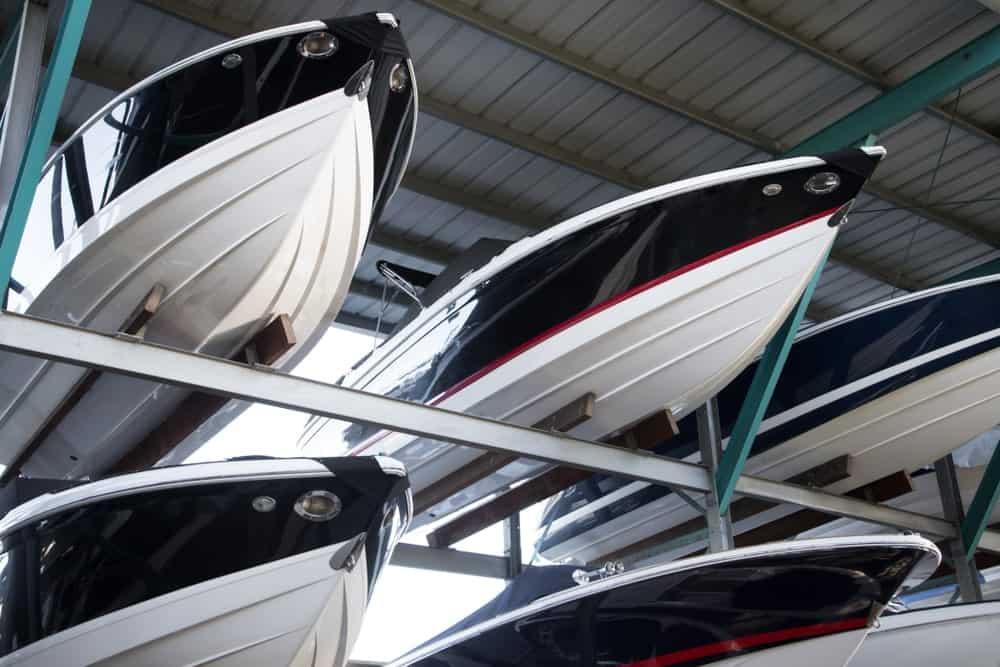 Coques en fibre de verre pointues de bateaux à moteur
