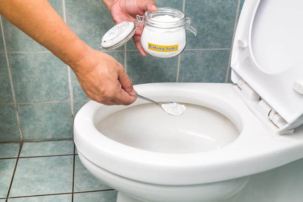 Cleaning Toilet with Toilet Powder