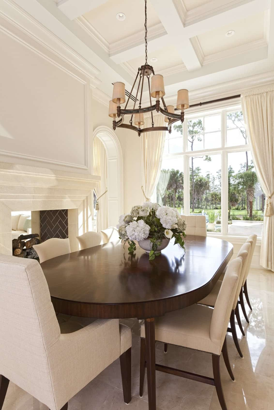 50 Dining Rooms With Oval Dining Tables (Photos