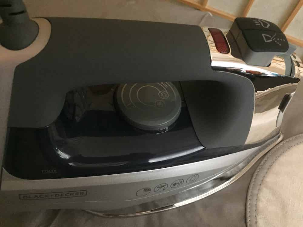 Close up photo of the Black and Decker Allure Steam Iron