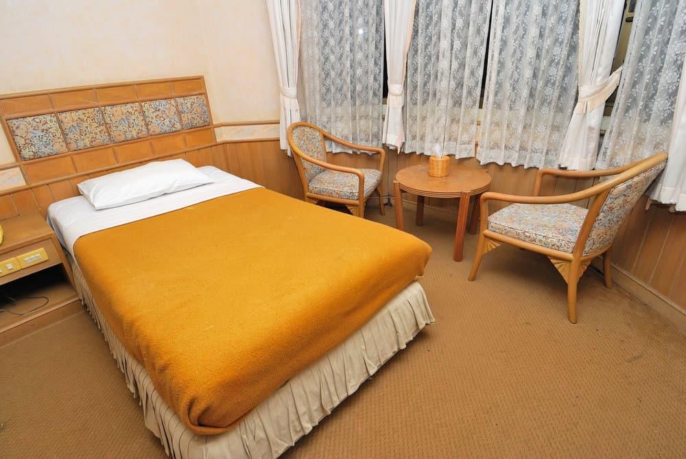 Cheap hotel room
