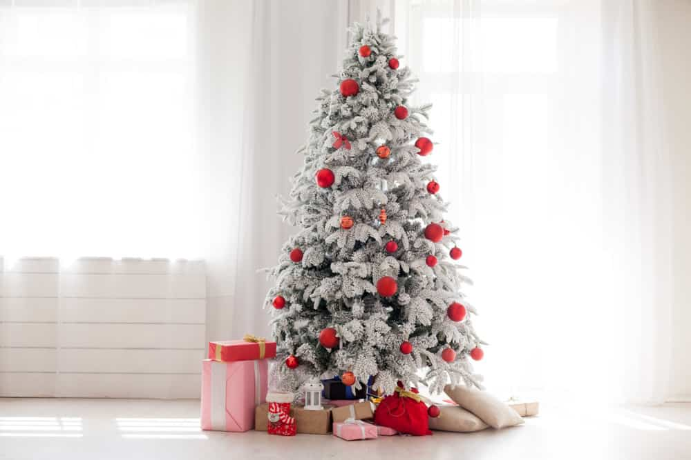 The white Winter Wonderland Christmas Tree