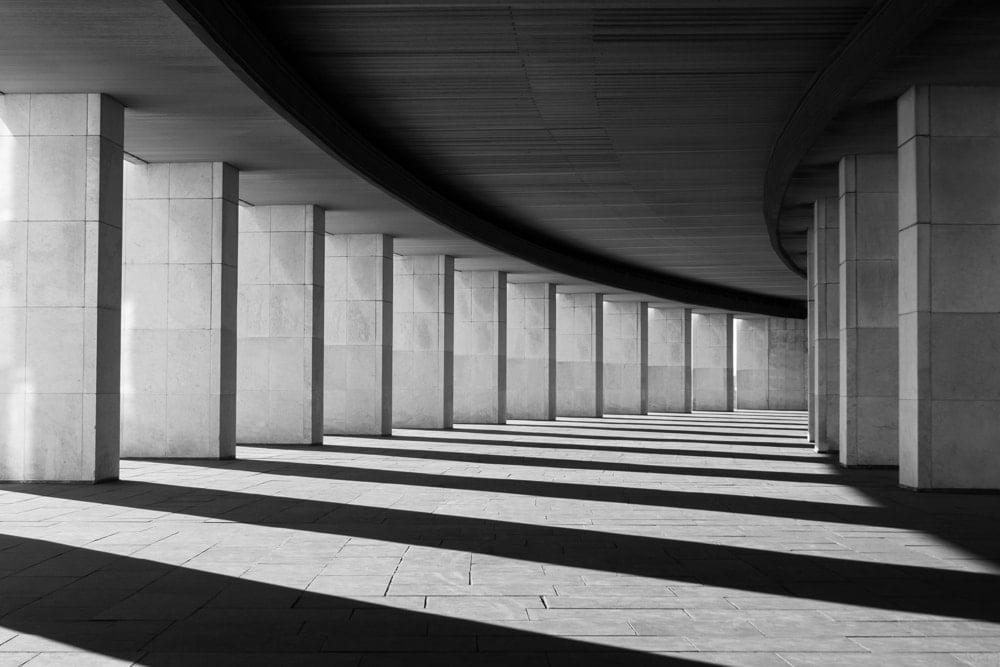 Long tunnel columns.