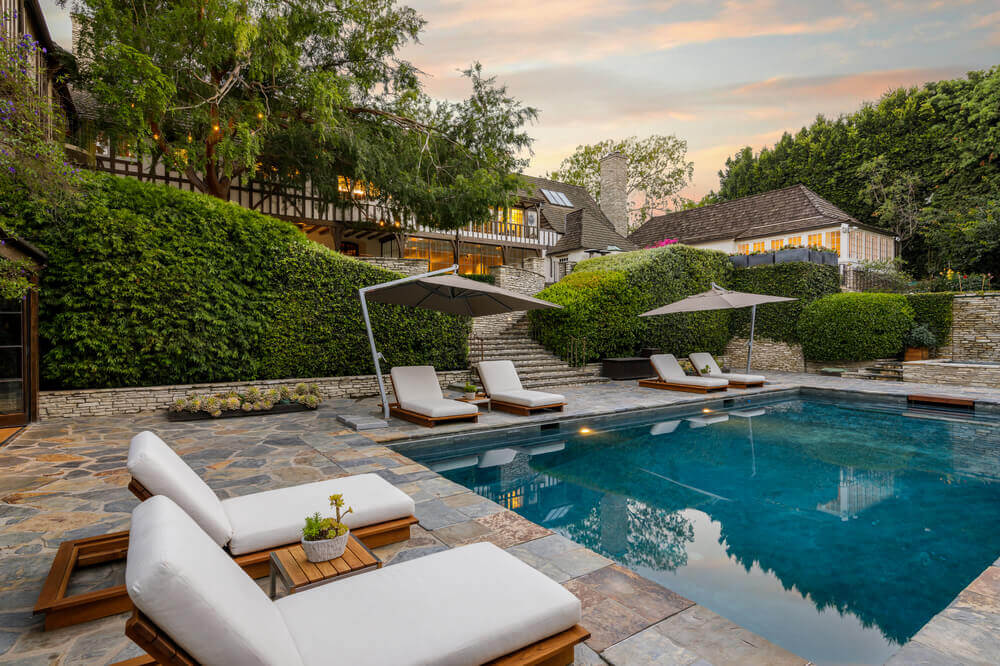 These are the sitting lounges set on the side of the house's swimming pool. Images courtesy of Toptenrealestatedeals.com.