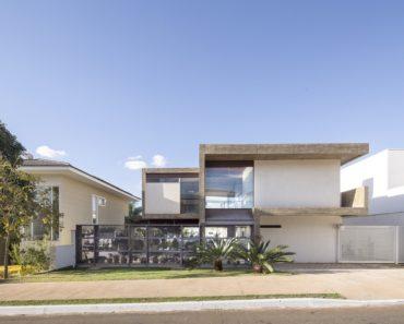 Bentes House by CoDA arquitetos