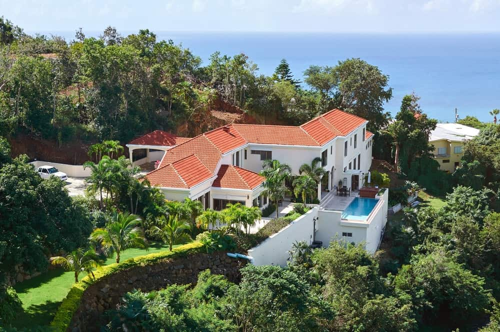 Luxury house in the Carribean overlooking the sea.
