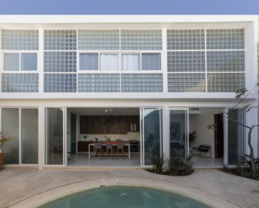 Diaphanous House by Taller Estilo Arquitectura