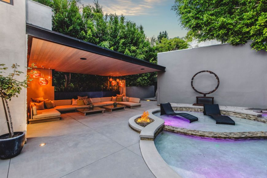 A look at the outdoor living and swimming pool with both lighting are on. Images courtesy of Toptenrealestatedeals.com.