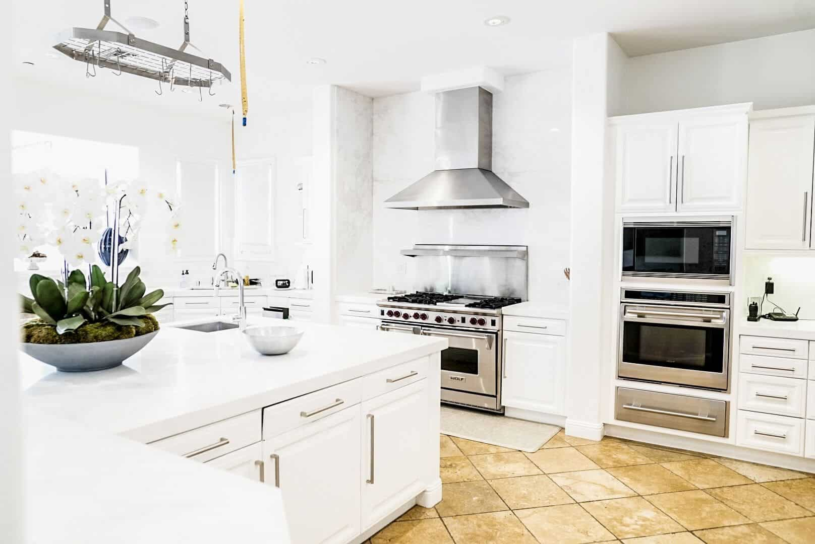 Another look at the kitchen, showcasing the brightness of the walls and kitchen counters, along with the beige tiles flooring. Images courtesy of Toptenrealestatedeals.com.