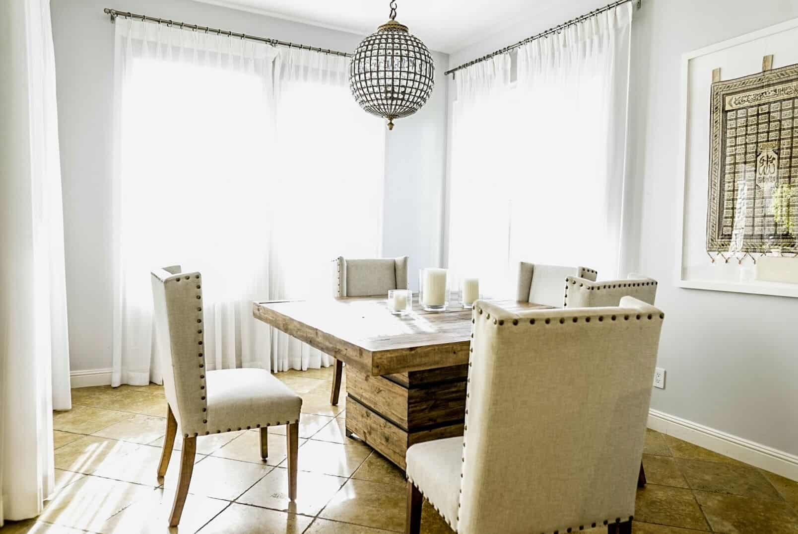 There's a dining nook as well, featuring a square rustic table and classy white chairs. Images courtesy of Toptenrealestatedeals.com.