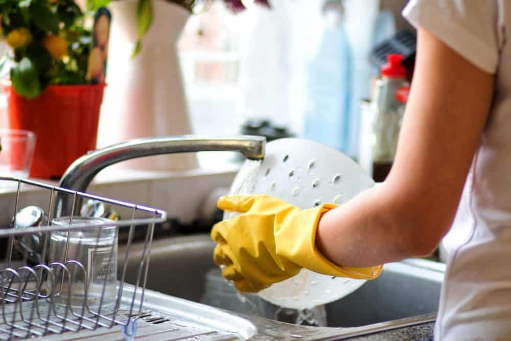 Handwashing dishes
