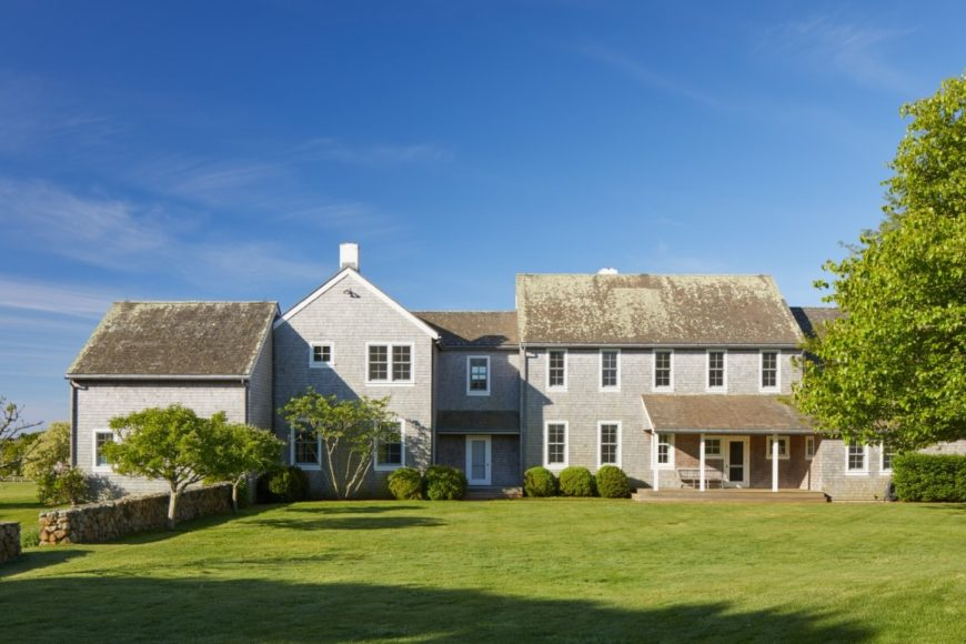 Here's the house, showcasing its classy architectural design and the wide lawn area in front of if. Images courtesy of Toptenrealestatedeals.com.