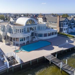 An aerial view of Joe Pesci's mansion showcasing the deck and the custom swimming pool, along with the dock. Images courtesy of Toptenrealestatedeals.com.