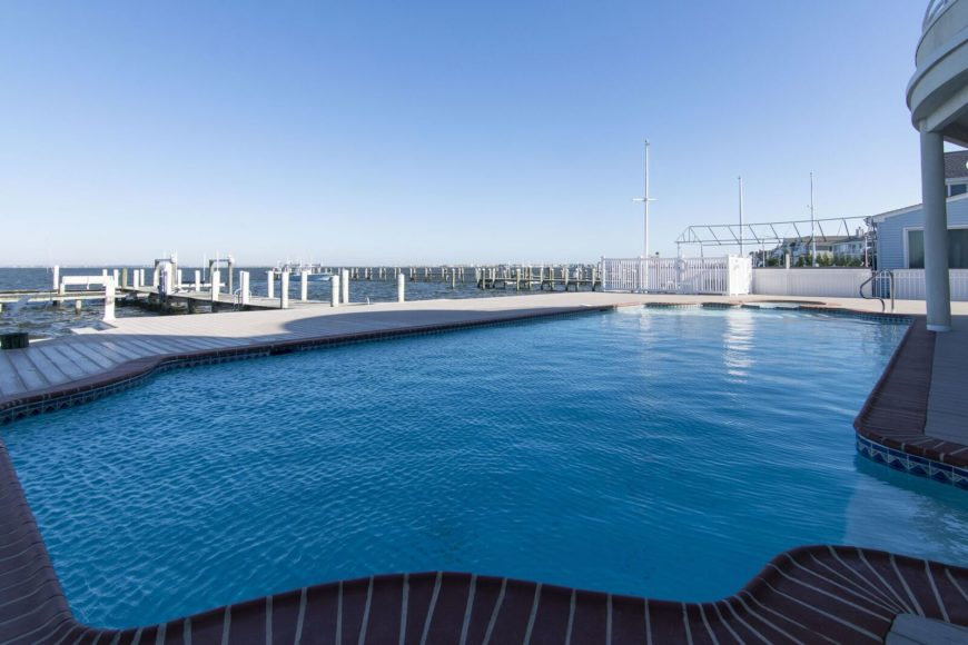 Another view of the custom swimming pool looking at the wide ocean. Images courtesy of Toptenrealestatedeals.com.