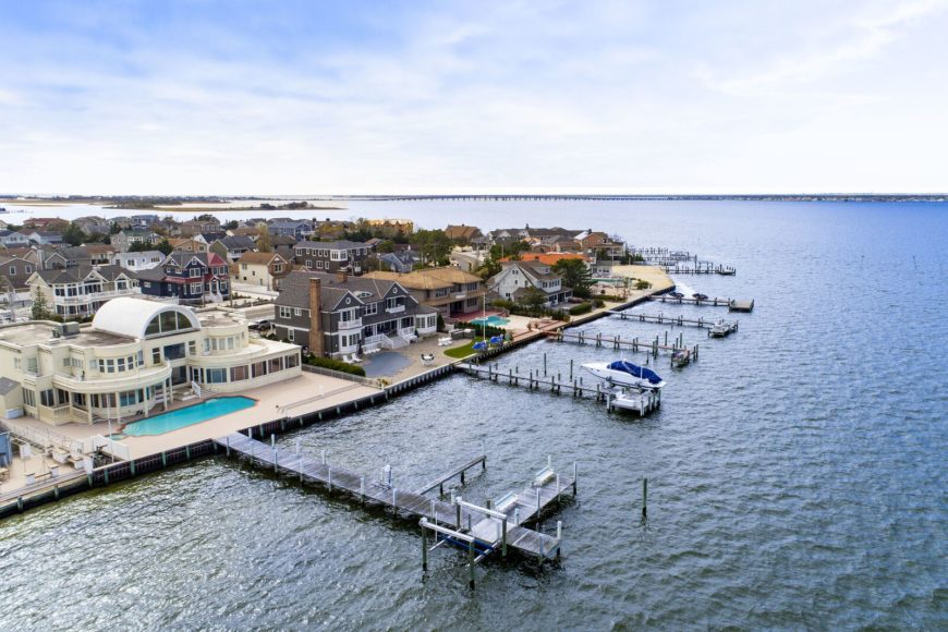 An aerial view of the neighborhood showcasing the docks of the mansions. Images courtesy of Toptenrealestatedeals.com.