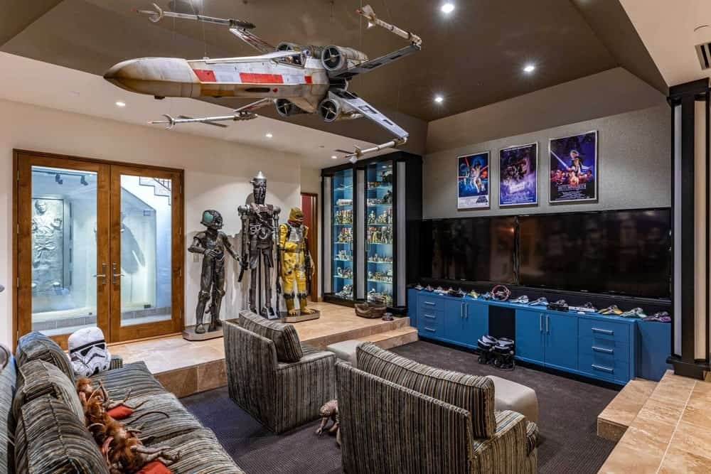 The house also has a home theater with very stylish Star Wars-inspired decors. Images courtesy of Toptenrealestatedeals.com.